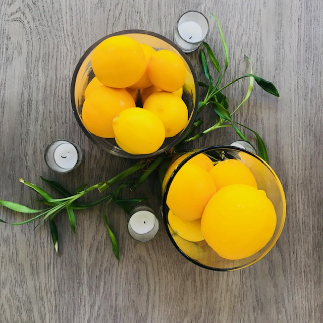 bright and striking centerpieces with lemons